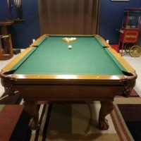 8 Foot Connlley Pool Table With Green Color Felt